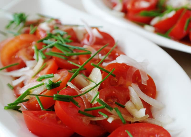 Tomato salad with onions and herbs