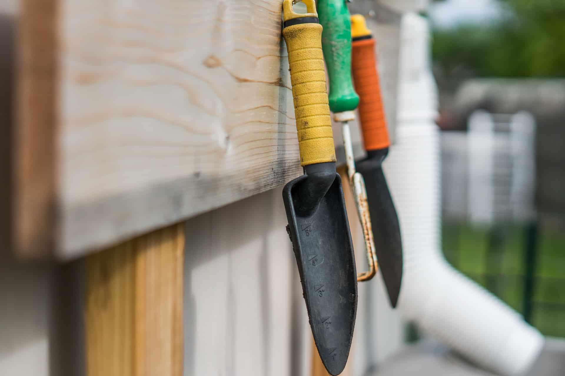 Must have garden tools and accessories for small gardens for Hand tools for planting