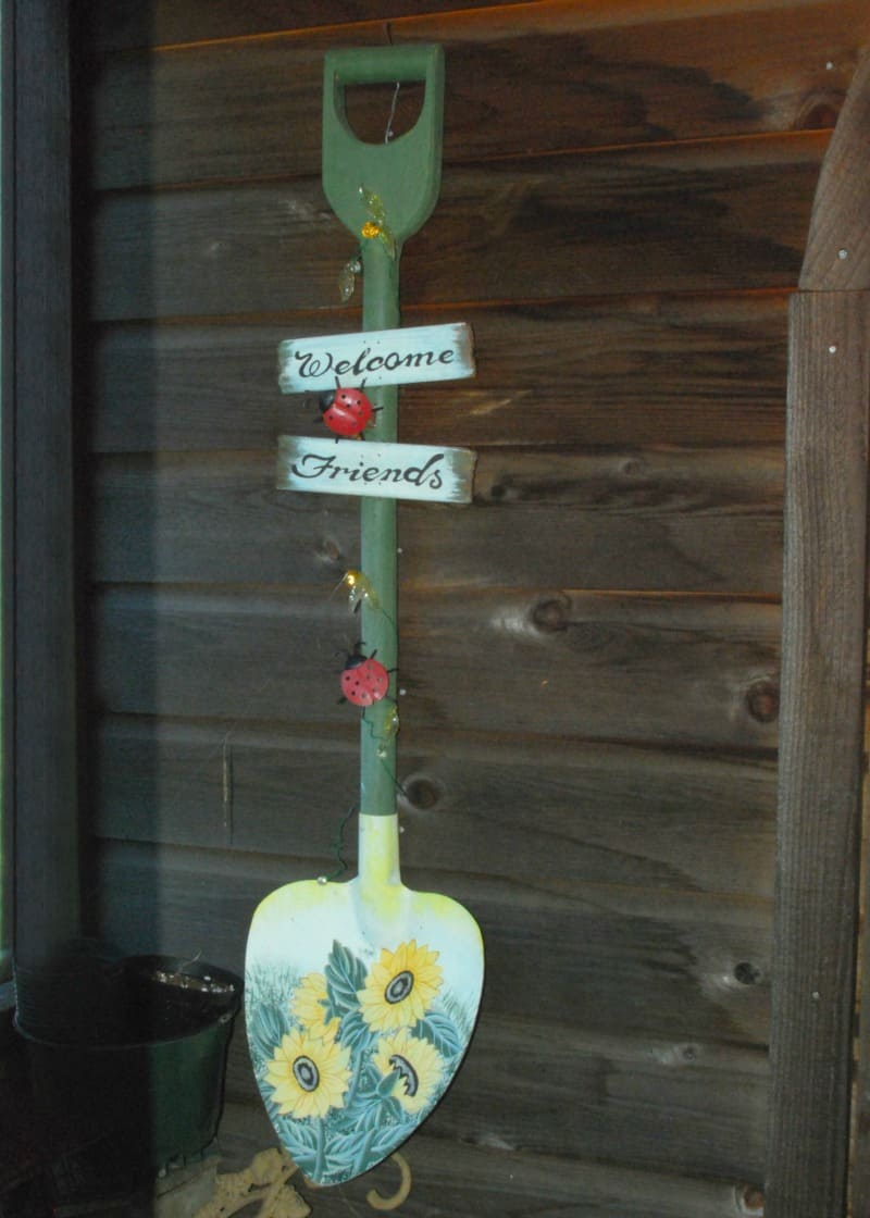 Garden shovel welcome sign