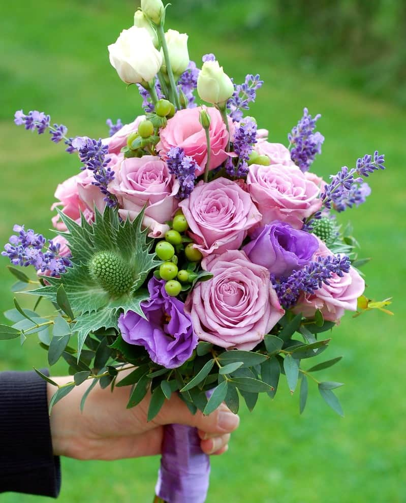 Purple and pink roses bouquet