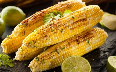 Yummy looking corn on the cob, ready to eat