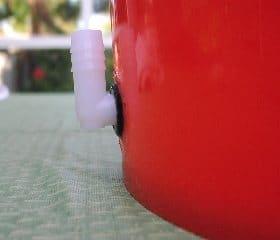 Elbow piece for bubbler bucket
